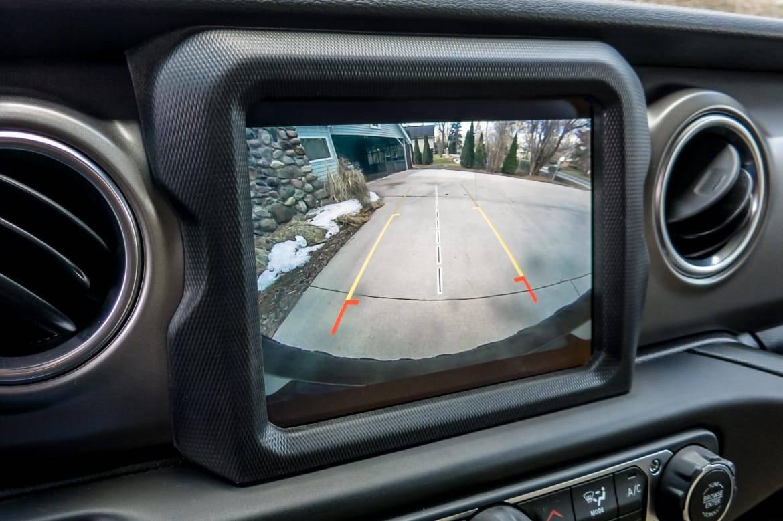 11-jeep-wrangler-2018-center stack display-interior.jpg