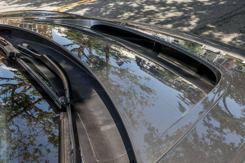 08-jaguar-i-pace-2019-detail--exterior--front--silver.jpg