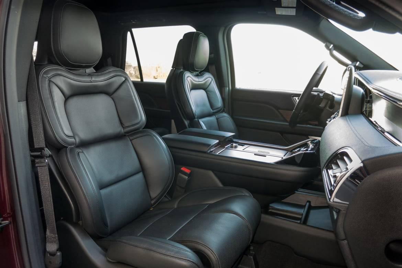13-lincoln-navigator-2018-front-row--interior.jpg