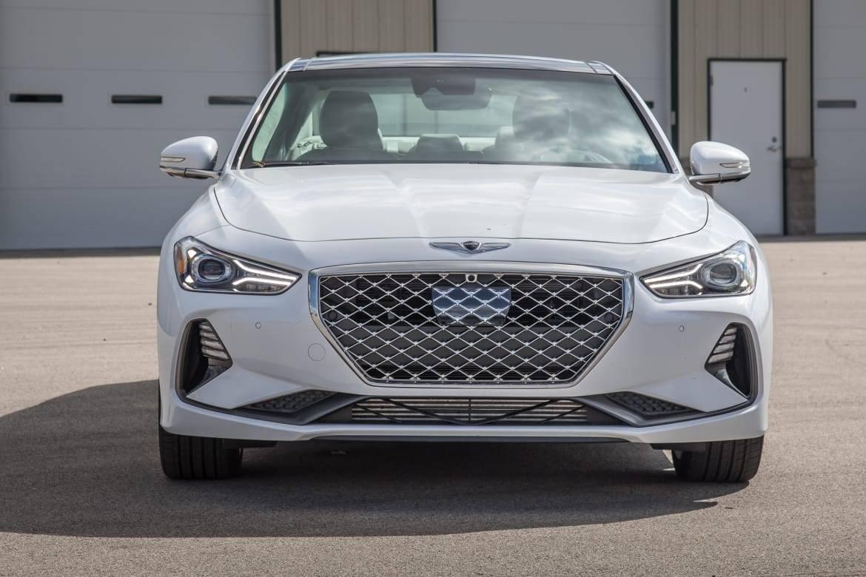02-genesis-g70-awd-3.3t-prestige-2019-exterior--front--white.jpg