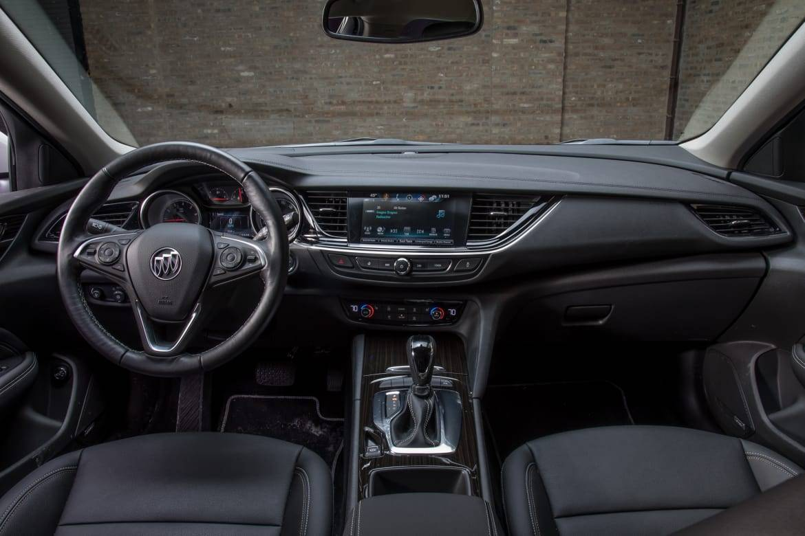 11-buick-regal-tour-x-2018-front-row--interior--wide.jpg
