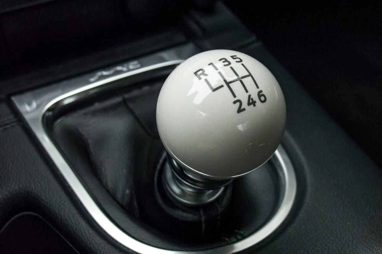 18-ford-mustang-bullitt-2019-gearshift--interior.jpg
