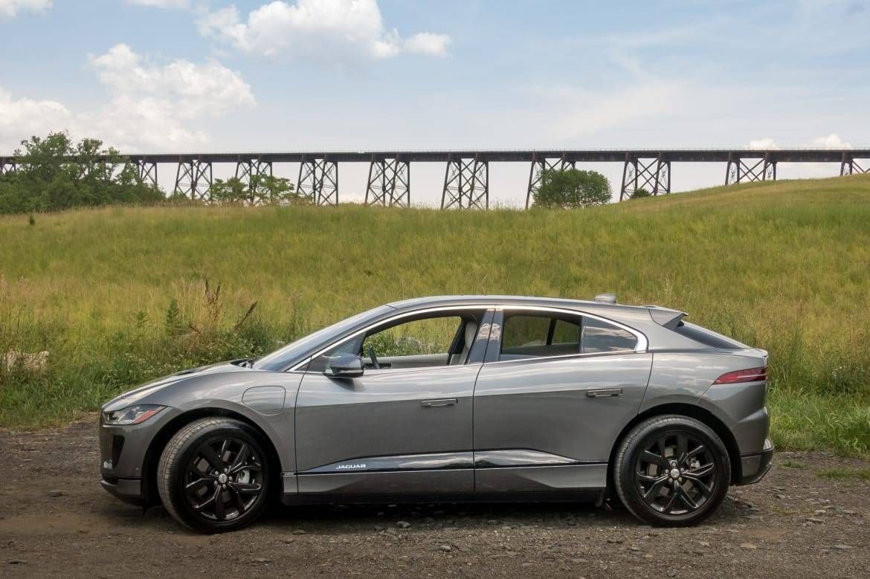 01-jaguar-i-pace-2019-exterior--profile--silver.jpg