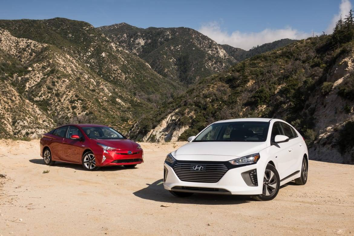 2017 Hyundai Ioniq Hybrid Vs. 2017 Toyota Prius: Who's the King of Fuel Economy?