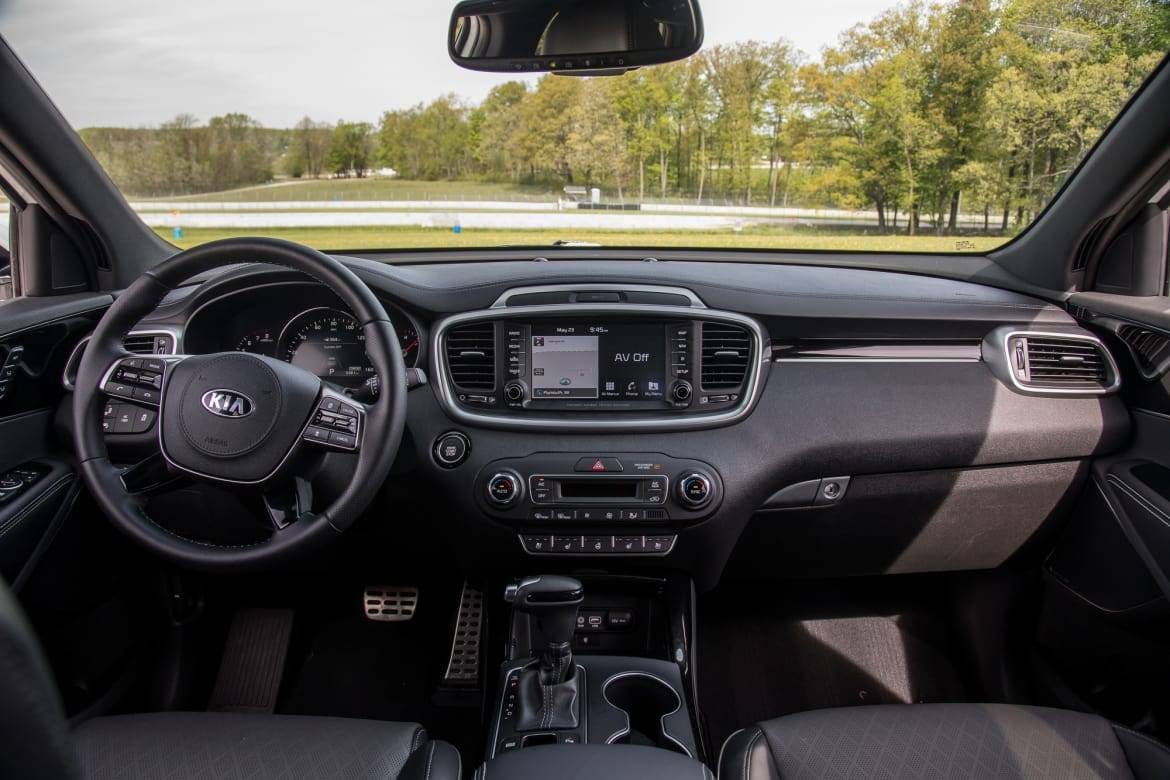 11-kia-sorento-2019-front-row--interior--wide.jpg