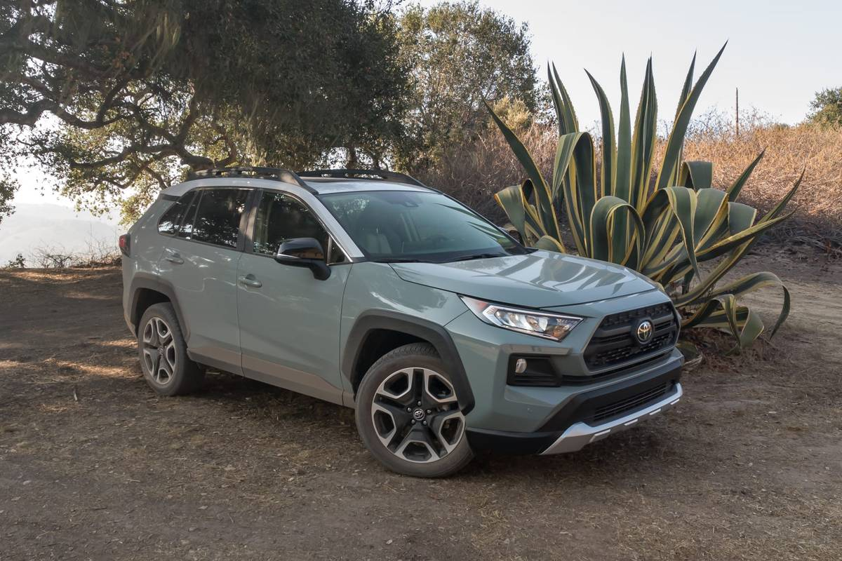 19-toyota-rav4-adventure-2019-angle--blue--exterior--front--outd