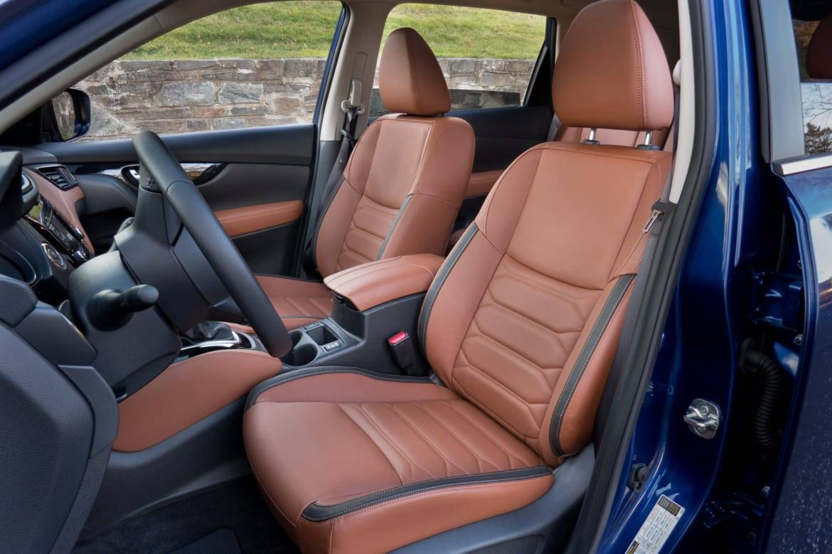01-nissan-rogue-2018-drivers seat-front row-interior.jpg