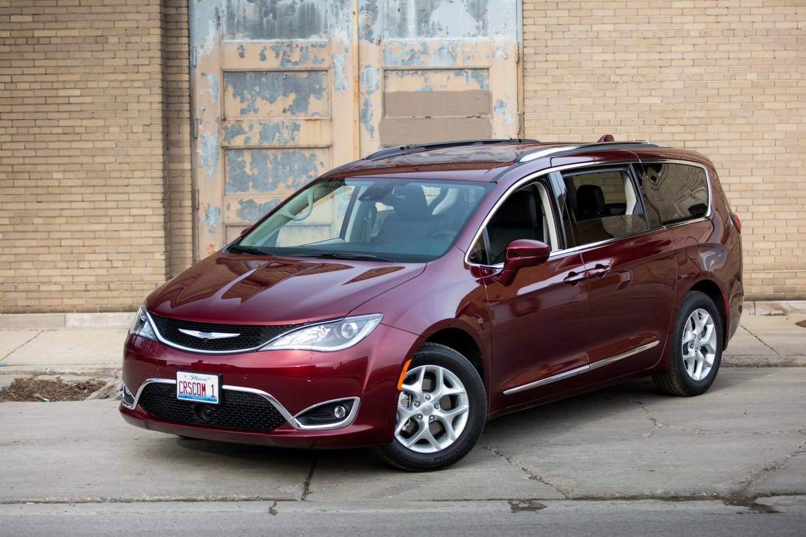 chrysler-pacifica-2017-angle--exterior--front--industrial--outdo