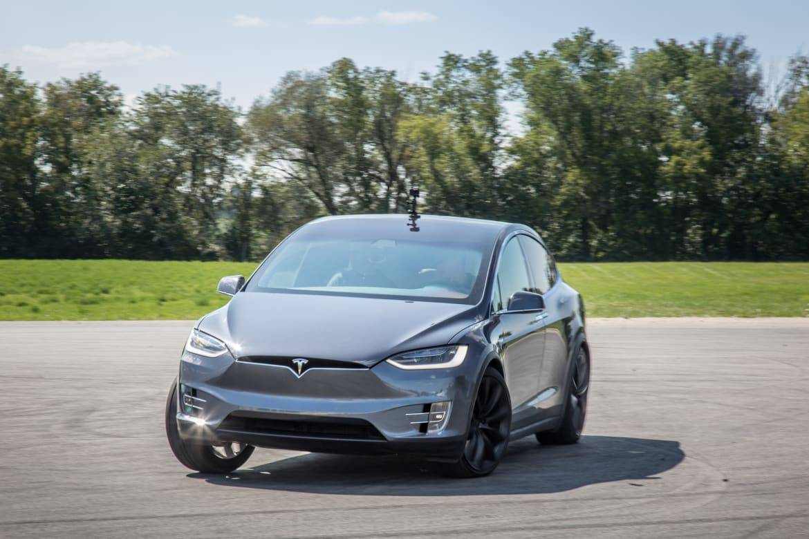 12-tesla-model-x-2018-dynamic--exterior--front--grey.jpg