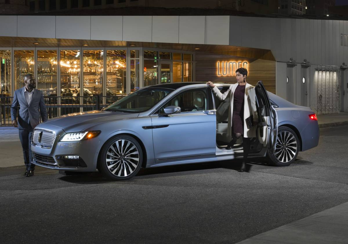 21-lincoln-continental-2019-angle--blue--doors--exterior--front-