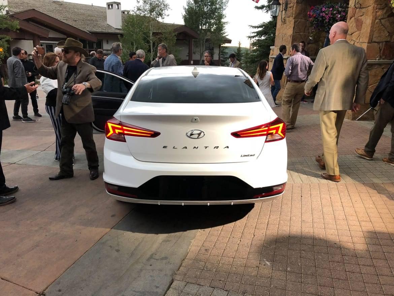 04-hyundai-elantra-2019-exterior--rear--white.jpg