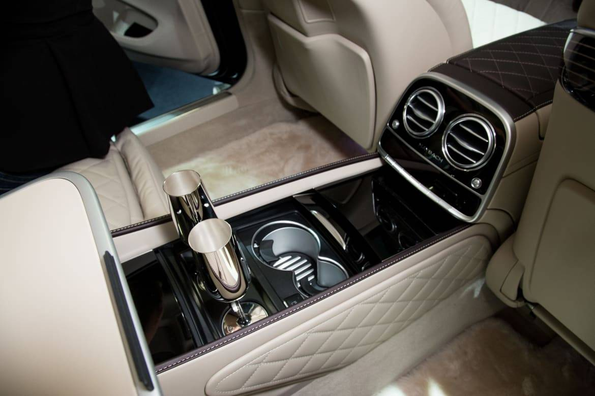 16_Mercedes-Benz_Maybach_S_Champagne_Flutes.jpeg