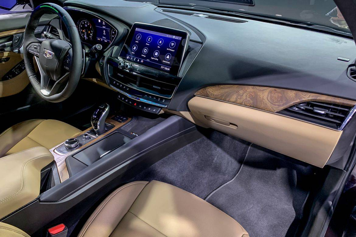 07-cadillac-ct5-2020-front-row--interior--two-tone--upholstery.j