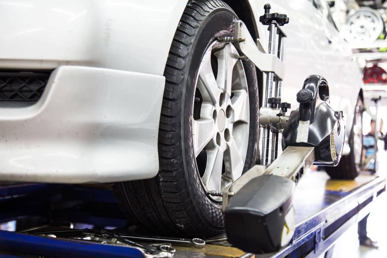 WheelAlignment-ThamKC-iStock-Thinkstock.jpg