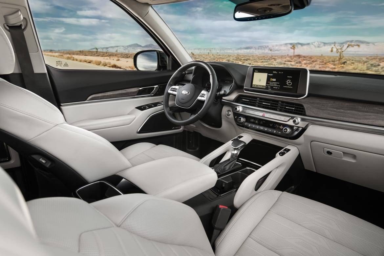 02-kia-telluride-2020-black--front-row--interior--two-tone--whit