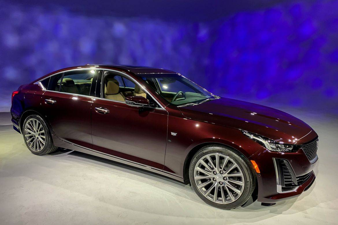 01-cadillac-ct5-2020-angle--exterior--front--red.jpg