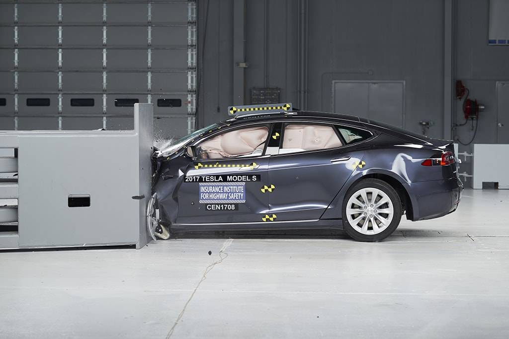3 Up, 3 Down in IIHS Large-Car Crash Tests
