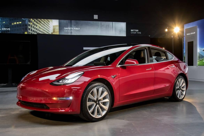 18_Tesla_Model 3_CL.jpg