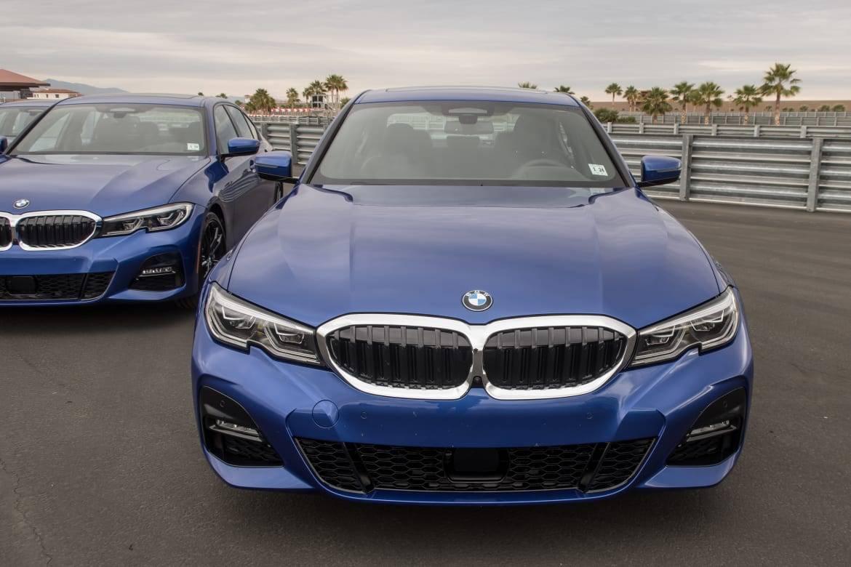 04-bmw-330i-2019-blue--exterior--front--grille--track.jpg