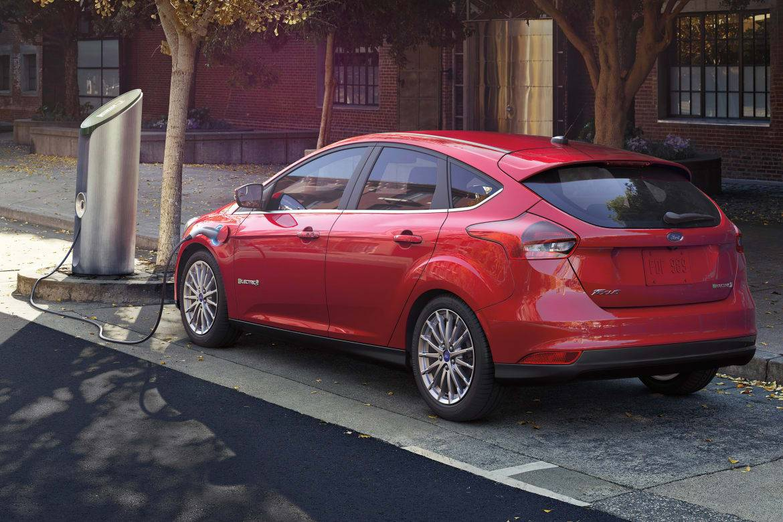 16_Ford_Focus_Electric_charging_OEM.jpg
