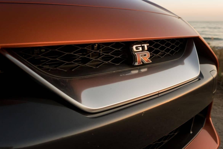 06-nissan-gt-r-2018-badge--beach--dusk--exterior--front--orange-