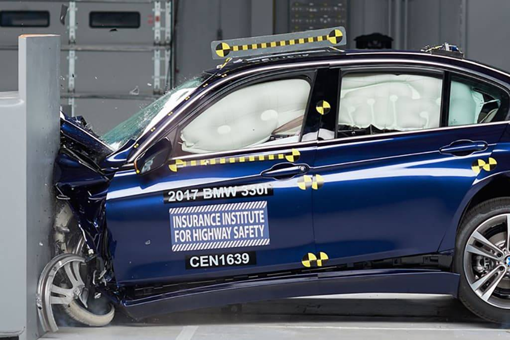 17_BMW_3_Series_Top_Safety_Pick_Pluss.jpg
