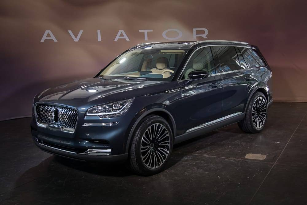 01-lincoln-aviator-suv-angle--autoshow--blue--exterior--front.jp
