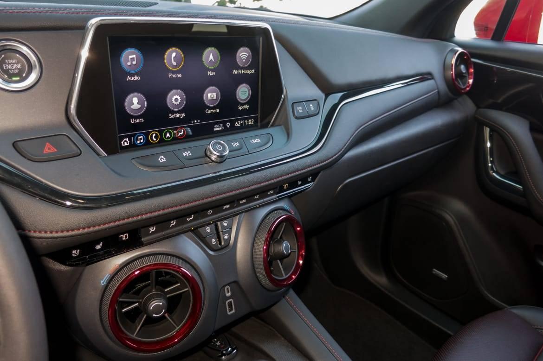 18-chevrolet-blazer-2019-dashboard--interior.jpg