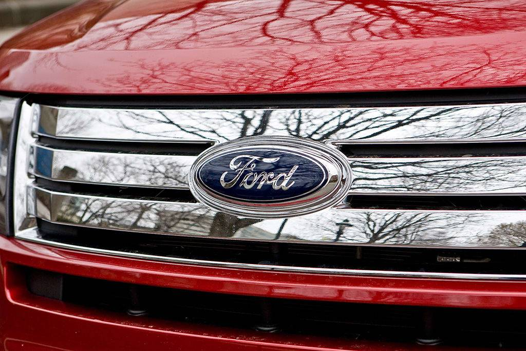 09_Ford_Edge_logo_IM.jpg