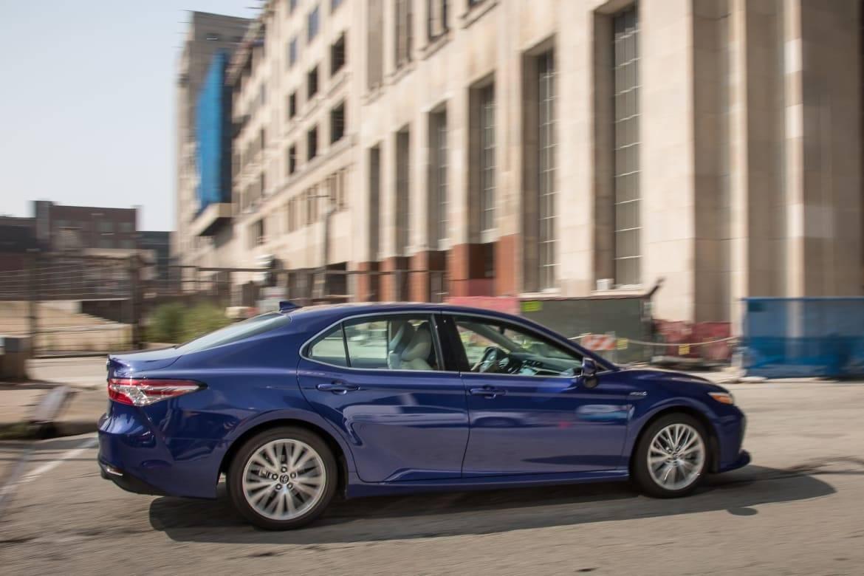02-toyota-camry-hybrid-2018-blue--dynamic--exterior--profile.jpg