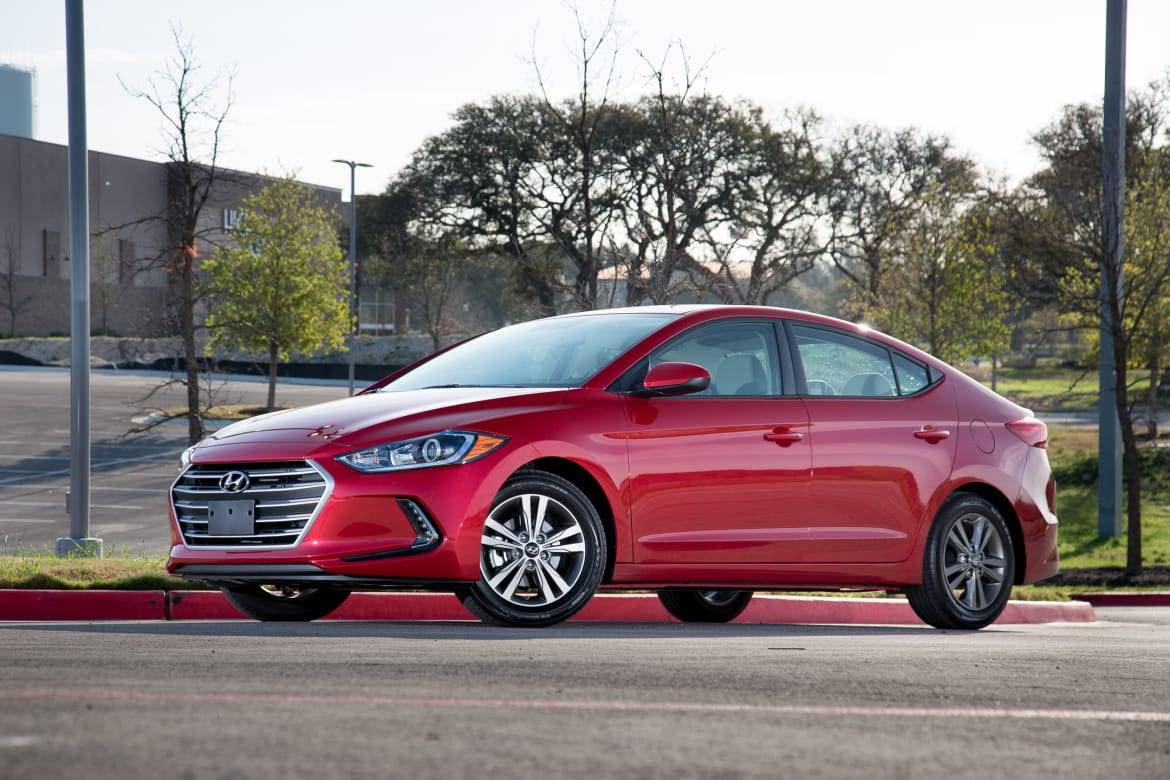 17Hyundai_Elantra_SO_ES_06.jpg