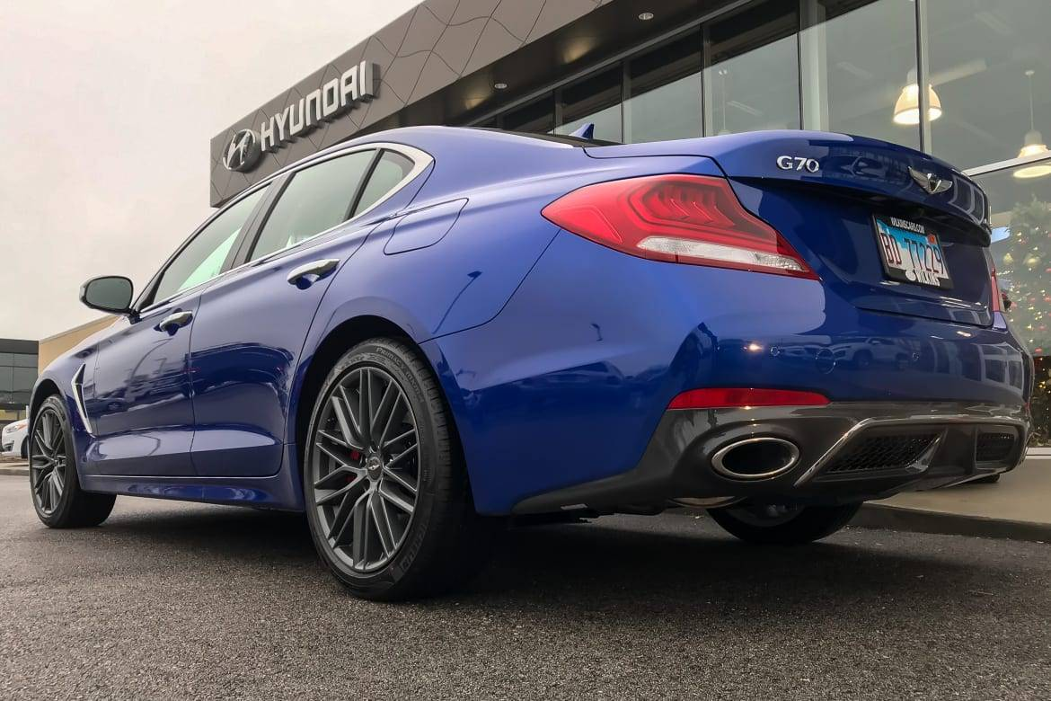 02-genesis-g70-2019-angle--blue--dealership--exterior--rear.jpg