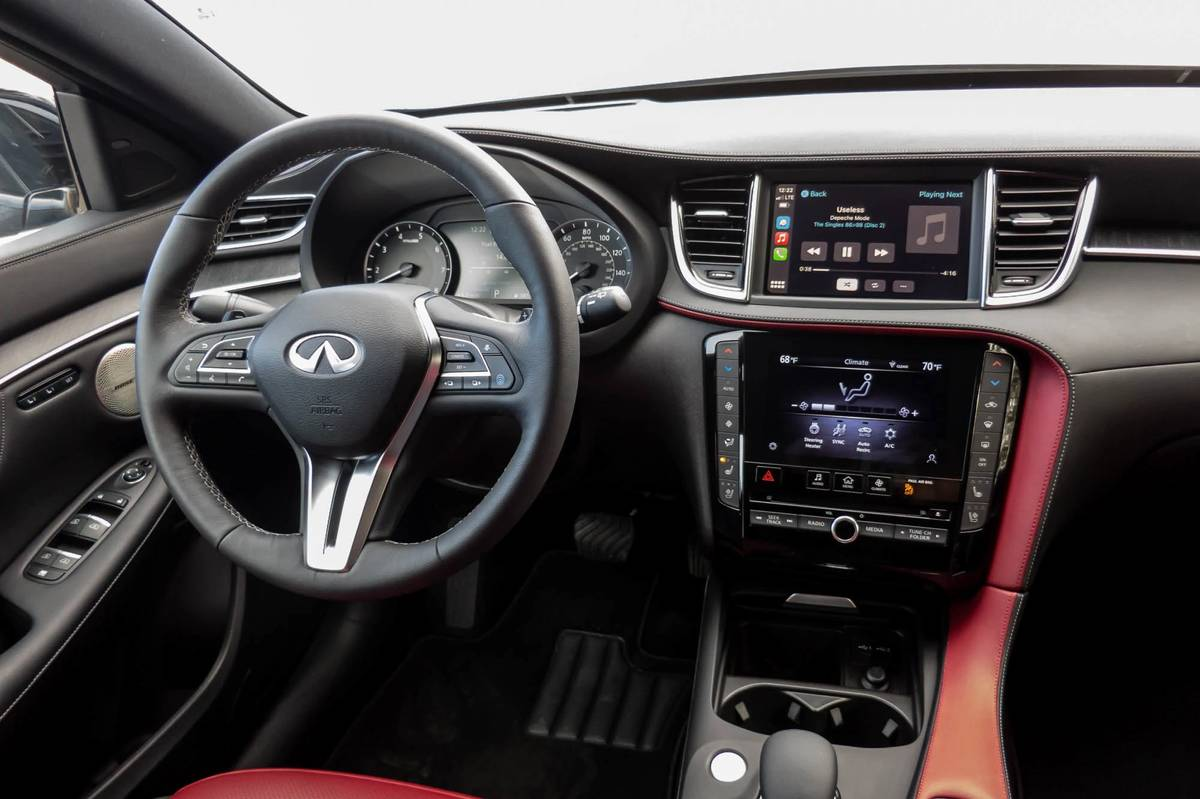 infiniti-qx55-sensory-awd-2022-14-cockpit-shot--dashboard--front-row--interior.jpg