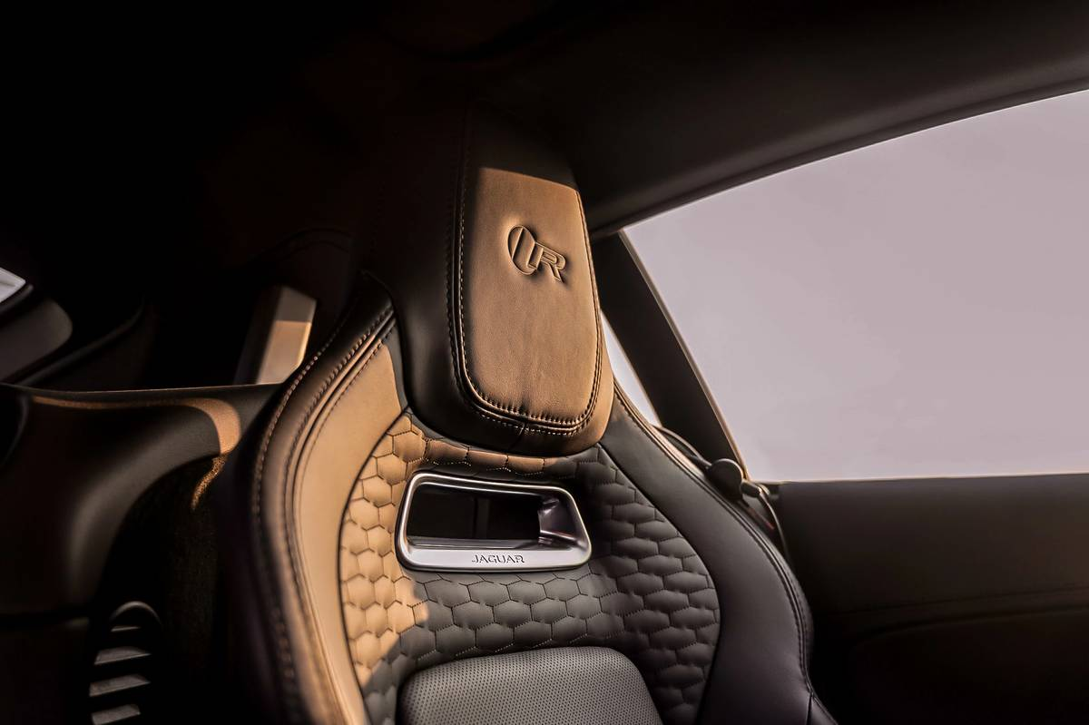 jaguar-f-type-2021-52-front-row--interior--seats.jpg