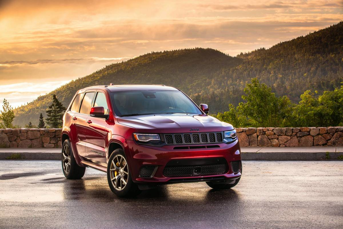 jeep-cherokee-2020-02-angle--exterior--front--red.jpg