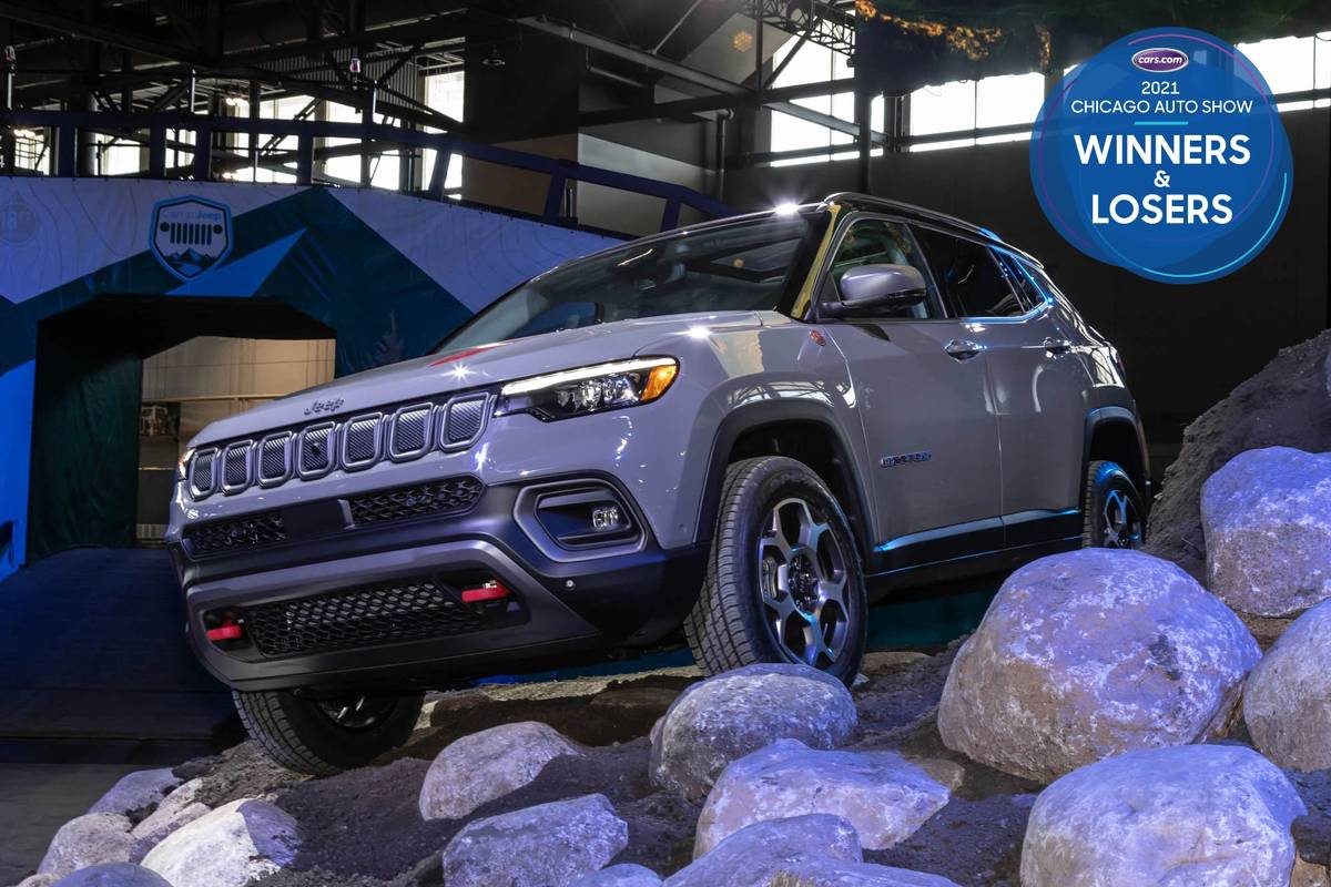 jeep-compass-2022-01-angle--exterior--front--gray-winners-and-losers.jpg