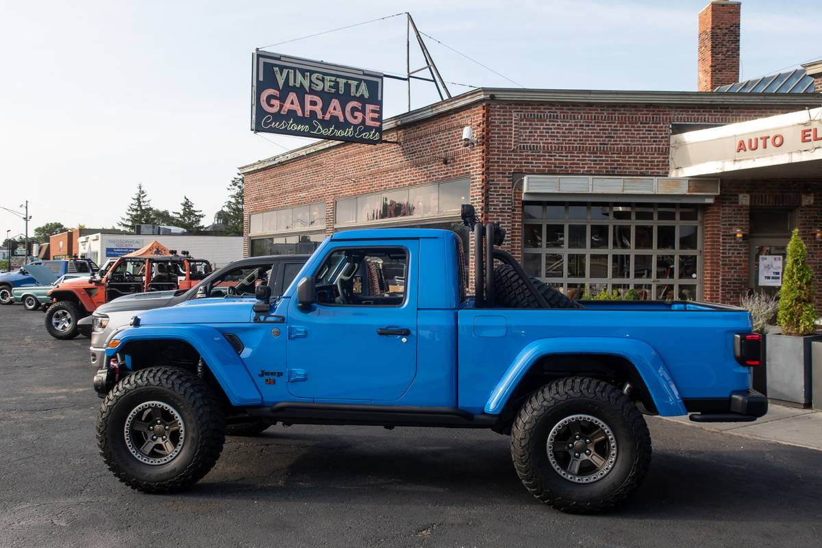 jeep-j6-concept-02-blue--exterior--profile.jpg
