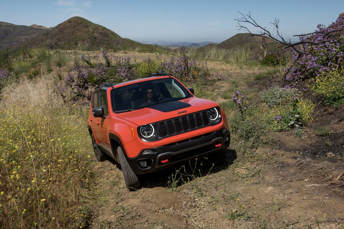 jeep-renegade-2019-02-angle--dynamic--exterior--front--off-road--orange--textures-and-patterns.jpg
