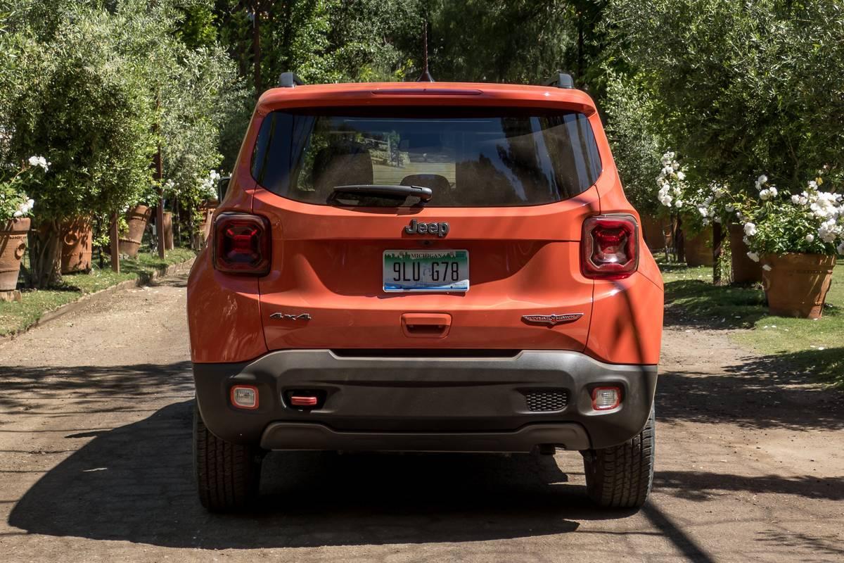 jeep-renegade-2019-06-exterior--orange--rear--trees.jpg