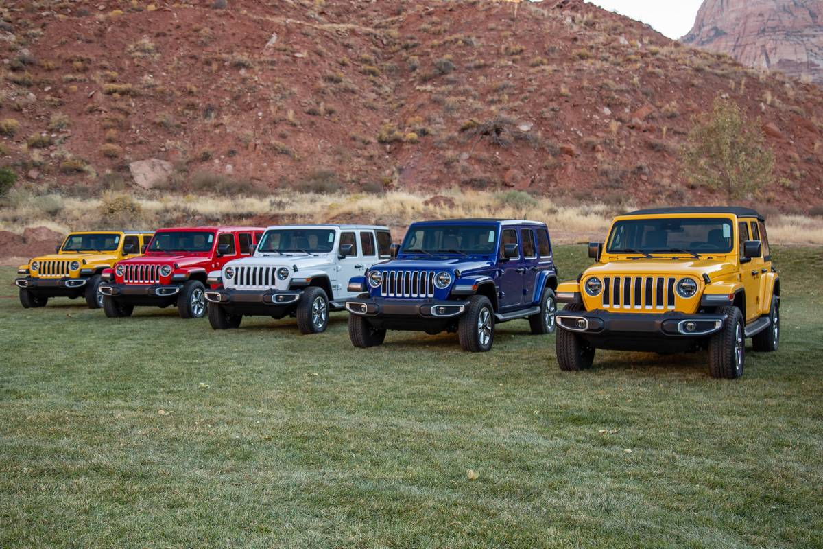 jeep-wrangler-unlimited-eco-diesel-2020-01-angle--exterior--front--mountains.jpg