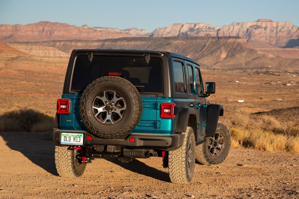 jeep-wrangler-unlimited-eco-diesel-2020-21-angle--blue--exterior--rear.jpg