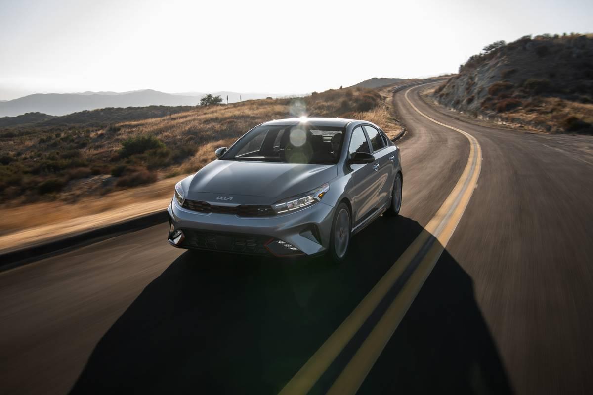 kia-forte-2022-17930-dynamic-exterior-front-angle-sedan-silver
