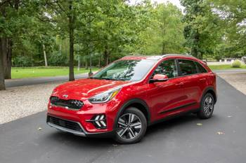 2020 Kia Niro PHEV Review: Old-School Hybrid With Old-School Issues