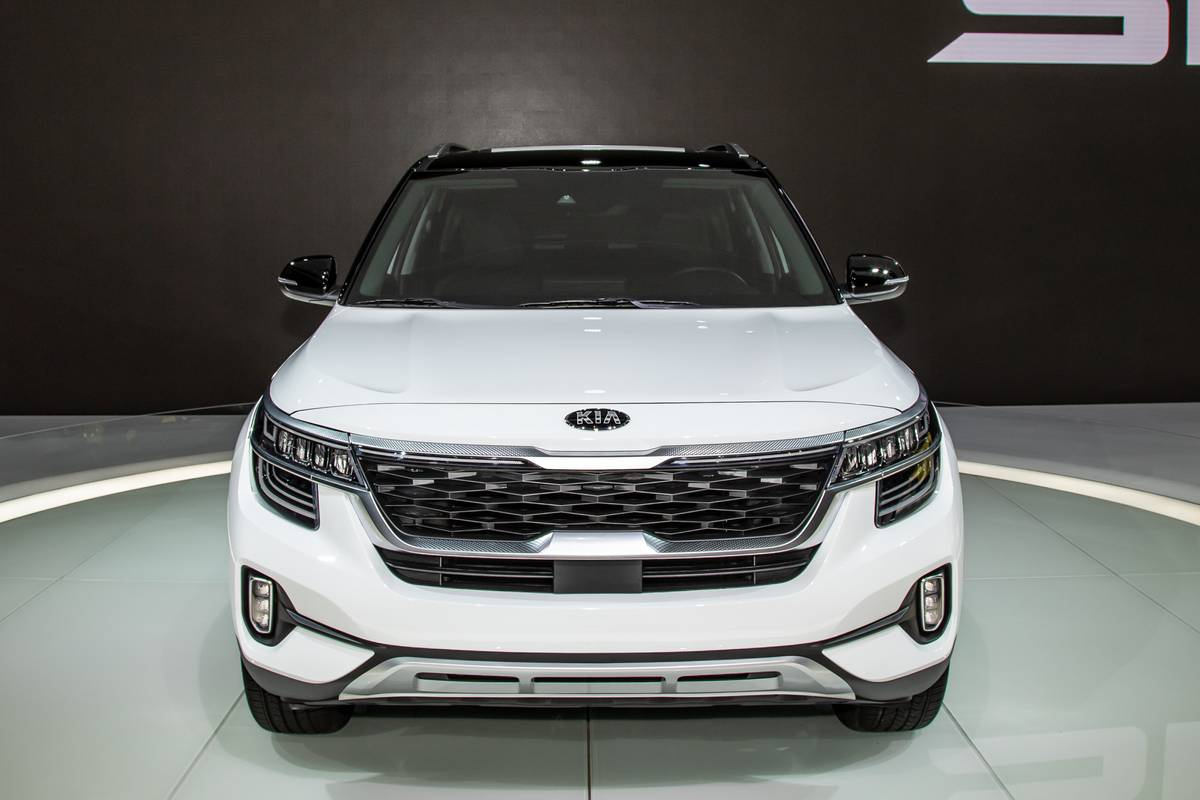 kia-seltos-2020-03-exterior--front--white.jpg