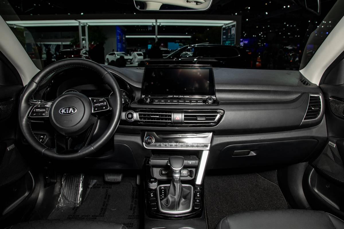 kia-seltos-2020-04-cockpit-shot--interior.jpg