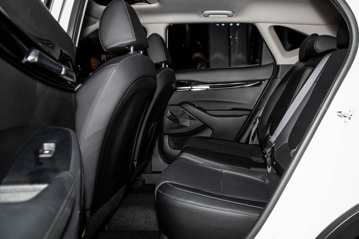 kia-seltos-2020-09-interior--second-row.jpg