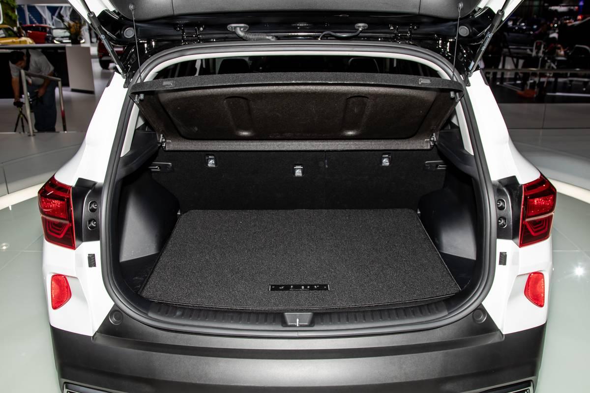 kia-seltos-2020-11-interior--trunk.jpg