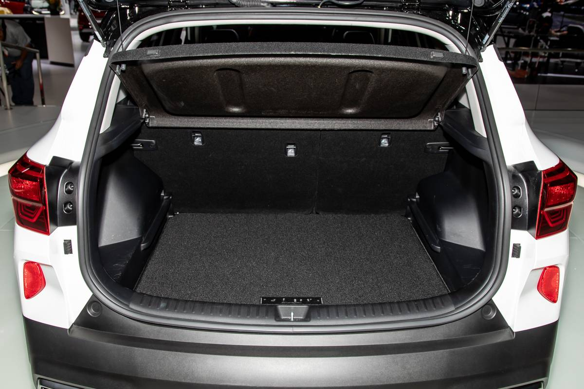 Auto Show Face Off 2021 Kia Seltos Vs 2020 Subaru Crosstrek