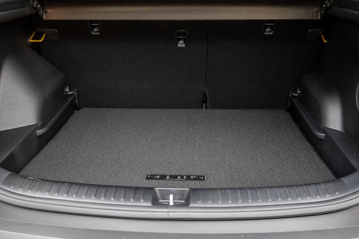 kia-seltos-2021-38-interior--rear--trunk.jpg