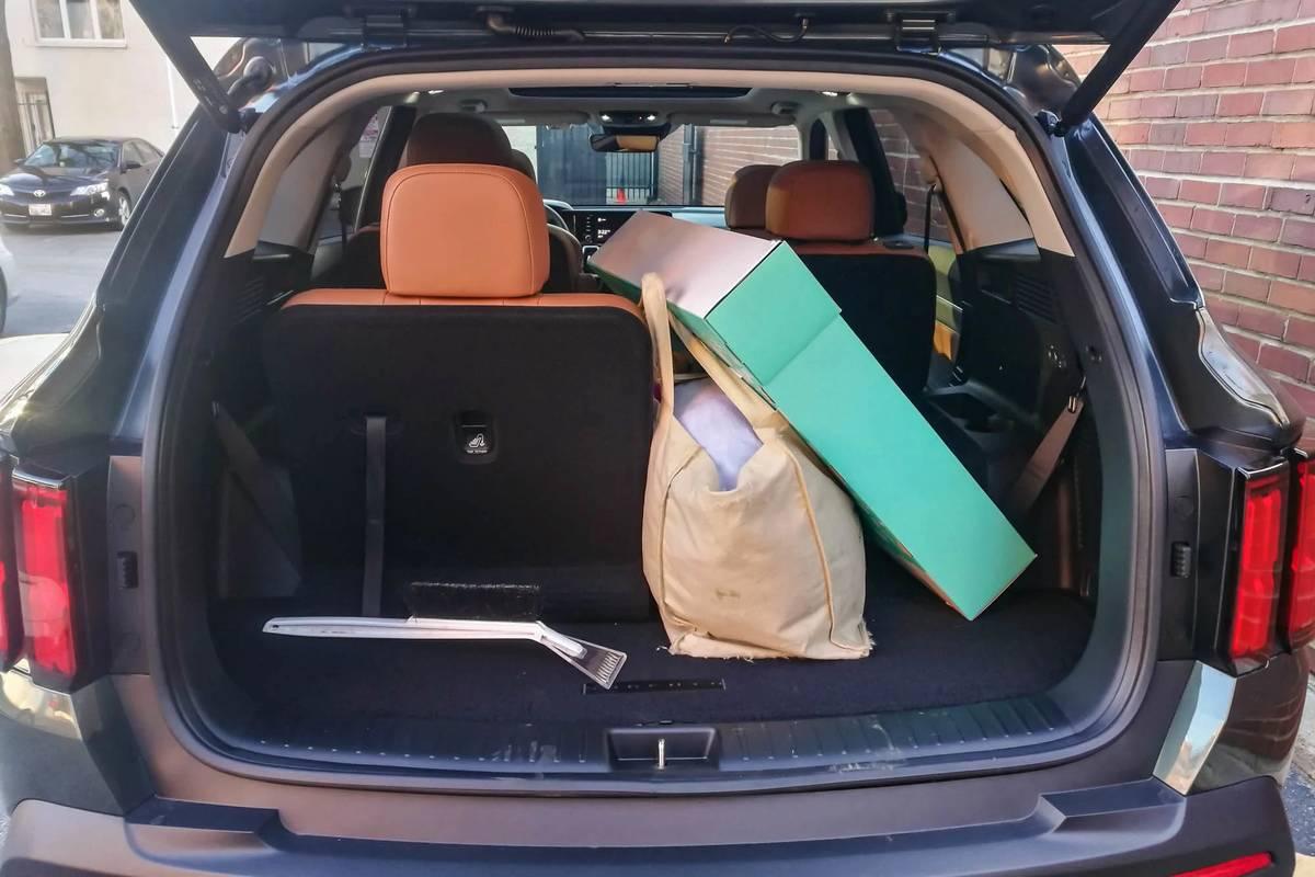 kia-sorento-2021-14-folding-seats--interior--rear-cargo.jpg